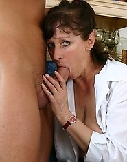 mature cum slut gets her cunt pumped