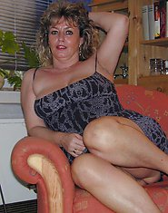 Lascivious mature chick spreading her legs to get the last fix of boy meat