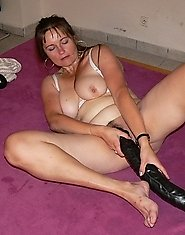 Unabashed milf clad in classic pantyhose getting thorough workout in the WC