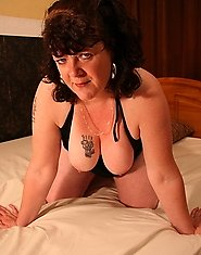 This big kinky mature slut loves to play alone