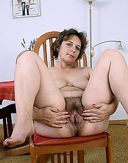 Xxx granny  puts five fingers in naked pussy