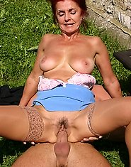 Mature slut fucked in the park