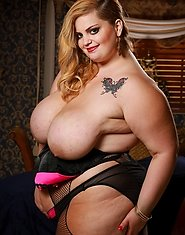 The sexy and heavy Sashaa Juggs is back with that big white booty! The blonde and curvy bbw realtor like to fuck in every house she tries to sell. Inv