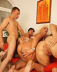 four mature sluts getting cum from one dude