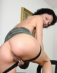 Hot mature slut fucking and sucking like a pro